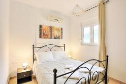 Спальня. Греция, Бали : Современная вилла с бассейном и барбекю, 4 спальни, 2 ванные комнаты, парковка, Wi-Fi