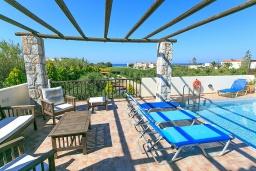 Патио. Греция, Малеме : Прекрасная вилла с двумя бассейнами и зеленым двориком с барбекю, 4 спальни, 3 ванные комнаты, джакузи, парковка, Wi-Fi