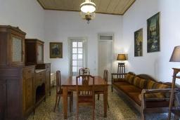 Гостиная. Греция, Коккино Хорио : Прекрасная вилла с бассейном и зеленым двориком с барбекю, 3 спальни, 2 ванные комнаты, парковка, Wi-Fi