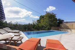 Бассейн. Греция, Коккино Хорио : Прекрасная вилла с бассейном и зеленым двориком с барбекю, 3 спальни, 2 ванные комнаты, парковка, Wi-Fi