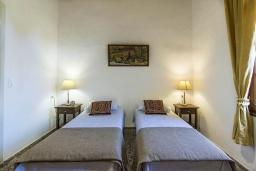 Спальня 3. Греция, Коккино Хорио : Прекрасная вилла с бассейном и зеленым двориком с барбекю, 3 спальни, 2 ванные комнаты, парковка, Wi-Fi