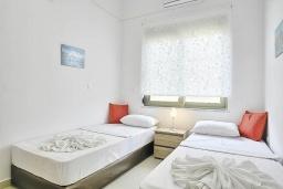 Спальня 2. Греция, Коккино Хорио : Роскошная вилла с бассейном и зеленым двориком с барбекю, 3 спальни, 2 ванные комнаты, парковка, Wi-Fi