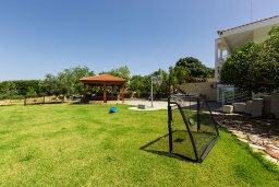 Территория. Греция, Ретимно : Шикарная вилла с большим бассейном и видом на море, 5 спален, 4 ванные комнаты, джакузи, сад, детская площадка, барбекю, тренажерный зал, игровая комната, парковка, Wi-Fi