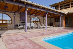 Терраса. Греция, Скалета : Роскошная вилла с большим бассейном и зеленым двориком, 50 метров до пляжа, 6 спален, 6 ванных комнат, барбекю, джакузи, парковка, Wi-Fi