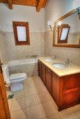 Ванная комната. Греция, Скалета : Прекрасная вилла с бассейном и двориком с барбекю, 3 спальни, 2 ванные комнаты, парковка, Wi-Fi