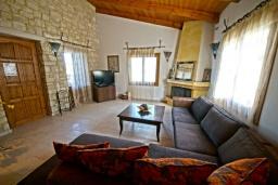 Гостиная. Греция, Скалета : Прекрасная вилла с бассейном и двориком с барбекю, 3 спальни, 2 ванные комнаты, парковка, Wi-Fi