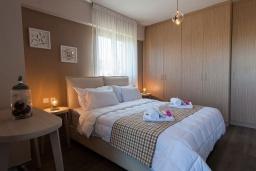 Спальня 2. Греция, Аделе : Шикарная вилла с бассейном и зеленым двориком, 3 спальни, 2 ванные комнаты, барбекю, парковка, Wi-Fi