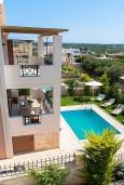 Фасад дома. Греция, Аделе : Шикарная вилла с бассейном и зеленым двориком, 3 спальни, 2 ванные комнаты, барбекю, парковка, Wi-Fi