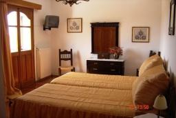 Спальня 2. Греция, Плакиас : Прекрасная вилла с бассейном и зеленым двориком с барбекю, 3 спальни, 2 ванные комнаты, парковка, Wi-Fi