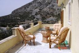 Терраса. Греция, Плакиас : Прекрасная вилла с бассейном и зеленым двориком с барбекю, 3 спальни, 2 ванные комнаты, парковка, Wi-Fi