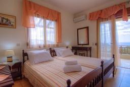 Спальня. Греция, Превели : Роскошная вилла с бассейном и видом на море, 2 спальни, барбекю, зеленый сад, детская площадка, парковка, Wi-Fi
