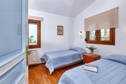 Спальня 2. Греция, Ираклион : Шикарная вилла с бассейном и зеленым двориком, 5 спален, 3 ванные комнаты, барбекю, парковка, Wi-Fi