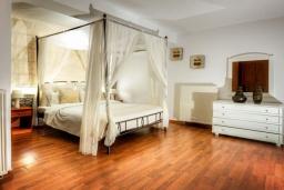 Спальня. Греция, Сиси : Роскошная вилла с бассейном и зеленым двориком, 6 спален, 2 ванные комнаты, барбекю, парковка, Wi-Fi