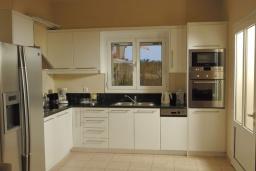 Кухня. Греция, Сиси : Прекрасная вилла с бассейном и зеленым двориком, 3 спальни, 2 ванные комнаты, барбекю, парковка, Wi-Fi
