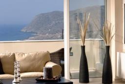 Вид на море. Греция, Милатос : Современная вилла с бассейном и двориком с барбекю, 3 спальни, 2 ванные комнаты, парковка, Wi-Fi