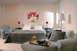 Спальня. Греция, Милатос : Современная вилла с бассейном и двориком с барбекю, 3 спальни, 2 ванные комнаты, парковка, Wi-Fi