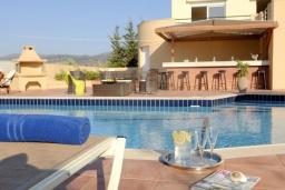 Бассейн. Греция, Милатос : Современная вилла с бассейном и двориком с барбекю, 3 спальни, 2 ванные комнаты, парковка, Wi-Fi