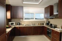 Кухня. Греция, Милатос : Современная вилла с бассейном и двориком с барбекю, 3 спальни, 2 ванные комнаты, парковка, Wi-Fi
