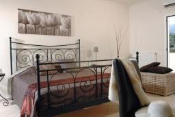 Спальня 2. Греция, Милатос : Современная вилла с бассейном и двориком с барбекю, 3 спальни, 2 ванные комнаты, парковка, Wi-Fi