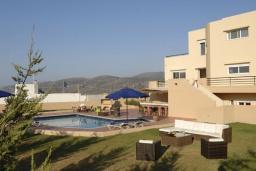 Фасад дома. Греция, Милатос : Современная вилла с бассейном и двориком с барбекю, 3 спальни, 2 ванные комнаты, парковка, Wi-Fi