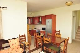 Гостиная. Греция, Киссамос Кастели : Прекрасная вилла с бассейном и зеленым двориком, 4 спальни, 2 ванные комнаты, барбекю, парковка, Wi-Fi
