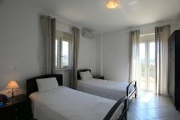 Спальня 2. Греция, Скалета : Роскошная вилла с большим бассейном и зеленым двориком, 4 спальни, 3 ванные комнаты, барбекю, парковка, Wi-Fi