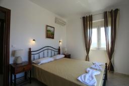 Спальня 3. Греция, Скалета : Роскошная вилла с большим бассейном и зеленым двориком, 4 спальни, 3 ванные комнаты, барбекю, парковка, Wi-Fi