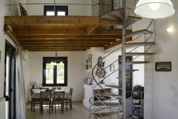 Гостиная. Греция, Агия Пелагия : Роскошная вилла с бассейном и видом на море, 3 спальни, 2 ванные комнаты, барбекю, парковка, Wi-Fi