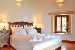 Спальня 2. Греция, Коккино Хорио : Каменный дом с бассейном и двориком с барбекю, 3 спальни, 2 ванные комнаты, парковка, Wi-Fi