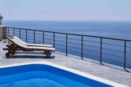 Парковка. Греция, Плакиас : Прекрасная вилла с бассейном и шикарным видом на море, 2 спальни, парковка, Wi-Fi