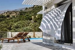 Территория. Греция, Плакиас : Прекрасная вилла с бассейном и шикарным видом на море, 2 спальни, парковка, Wi-Fi