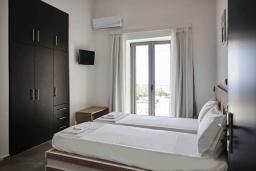 Спальня 2. Греция, Плакиас : Прекрасная вилла с бассейном и шикарным видом на море, 2 спальни, парковка, Wi-Fi