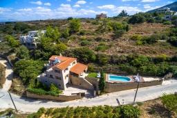 Фасад дома. Греция, Ретимно : Роскошная вилла с бассейном и зеленым двориком с барбекю, 3 спальни, 3 ванные комнаты, парковка, Wi-Fi