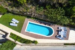 Бассейн. Греция, Ретимно : Роскошная вилла с бассейном и зеленым двориком с барбекю, 3 спальни, 3 ванные комнаты, парковка, Wi-Fi
