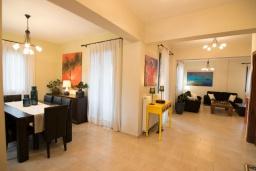Гостиная. Греция, Ретимно : Роскошная вилла с бассейном и зеленым двориком с барбекю, 3 спальни, 3 ванные комнаты, парковка, Wi-Fi