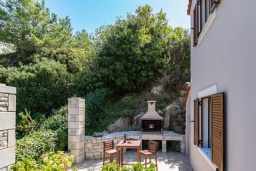 Территория. Греция, Ретимно : Роскошная вилла с бассейном и зеленым двориком с барбекю, 3 спальни, 3 ванные комнаты, парковка, Wi-Fi