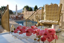 Бассейн. Греция, Иерапетра : Шикарная вилла с бассейном и двориком с барбекю, 4 спальни, 3 ванные комнаты, парковка, настольный теннис, Wi-Fi