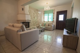 Гостиная. Греция, Иерапетра : Шикарная вилла с бассейном и двориком с барбекю, 4 спальни, 3 ванные комнаты, парковка, Wi-Fi