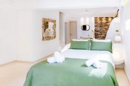 Спальня 3. Греция, Коккини Хани : Роскошная современная вилла с большим бассейном и зеленым двориком, 6 спален, 6 ванных комнат, патио, барбекю, джакузи, парковка, Wi-Fi