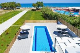 Парковка. Греция, Ретимно : Новая современная вилла с бассейном и двориком, 100 метров до пляжа, 3 спальни, 3 ванные комнаты, настольный теннис, барбекю, парковка, Wi-Fi