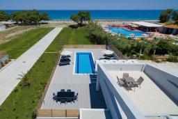 Вид на море. Греция, Ретимно : Новая современная вилла с бассейном и двориком, 100 метров до пляжа, 3 спальни, 3 ванные комнаты, настольный теннис, барбекю, парковка, Wi-Fi