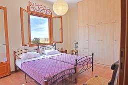 Спальня 2. Греция, Панормо : Прекрасная вилла с бассейном в 100 метрах от пляжа, 3 спальни, 2 ванные комнаты, барбекю, парковка, Wi-Fi