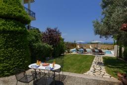 Территория. Греция, Ретимно : Роскошная вилла с большим бассейном и зеленым садом с барбекю, 5 спален, 5 ванных комнат, парковка, Wi-Fi