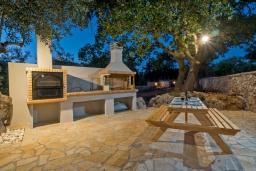 Терраса. Греция, Ретимно : Современная новая вилла с большим бассейном и зеленым двориком с барбекю, 3 спальни, 3 ванные комнаты, парковка, Wi-Fi