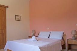 Спальня 2. Греция,  Ханья : Прекрасная вилла с бассейном и зеленым двориком с барбекю, 4 спальни, 3 ванные комнаты, парковка, Wi-Fi