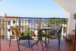 Балкон. Греция, Панормо : Апартамент в 100 метрах от пляжа, с гостиной, отдельной спальней и балконом с видом на море