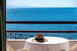 Балкон. Греция, Скалета : Апартамент в 20 метрах от пляжа, с гостиной, отдельной спальней и балконом с видом на море