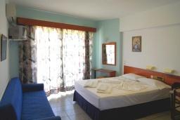 Студия (гостиная+кухня). Греция, Ретимно : Прекрасная студия в 50 метрах от пляжа, с балконом и боковым видом на море