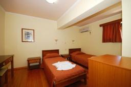 Спальня 3. Греция,  Ханья : Апартамент в комплексе с бассейном, с гостиной, тремя спальнями, тремя ванными комнатами и балконом