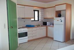 Кухня. Греция,  Ханья : Апартамент в комплексе с бассейном, с гостиной, тремя спальнями, тремя ванными комнатами и балконом